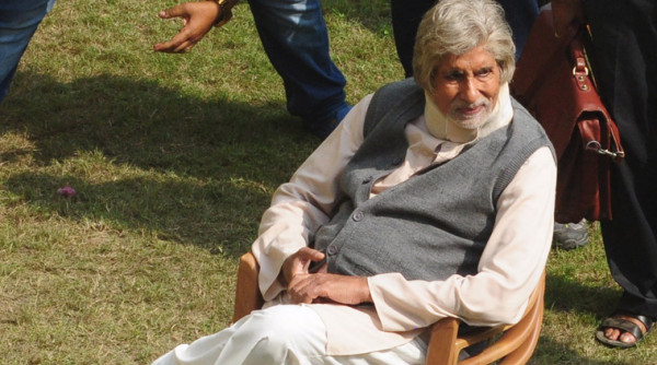 Pensive look of Amitabh Bachchan during the shoot. Courtesy : indianexpress.com