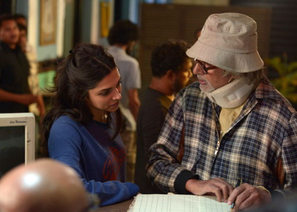 Deepika Padukone and Amitabh Bachchan : A scene from Piku. Courtesy : www.boxofficehits.in