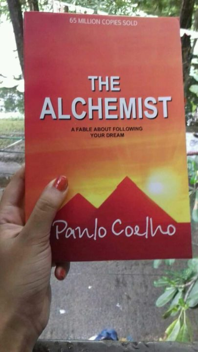 Book review – THE ALCHEMIST by Paulo Coelho